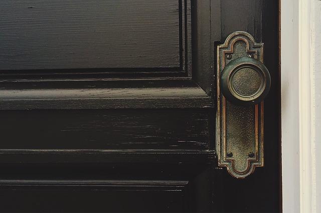 door-1110670_640