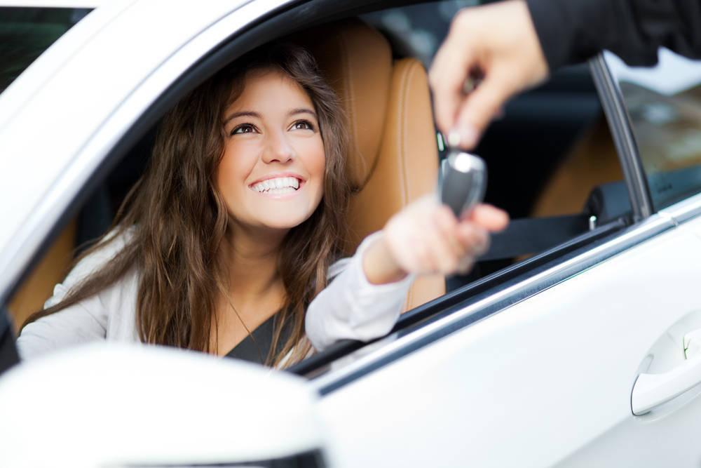 Financiar un coche o pagarlo al contado, ¿qué es mejor?