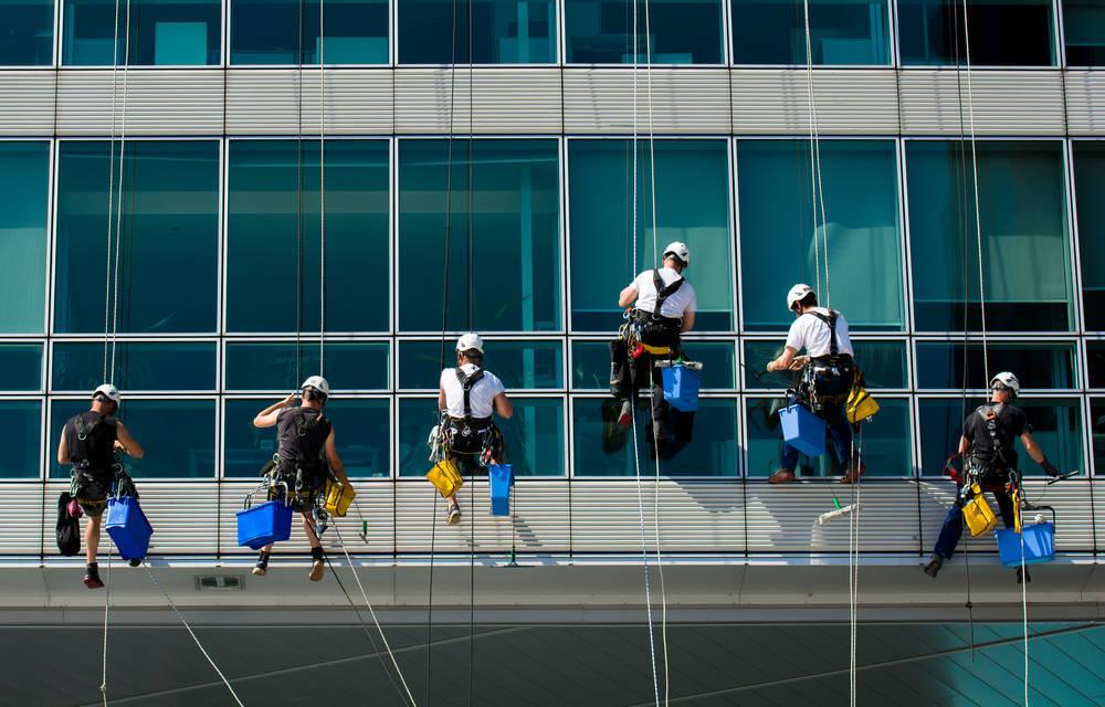 La limpieza y el mantenimiento son dos servicios clave para nuestras casas y ciudades